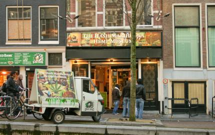 marijuana coffee shops open in Canada